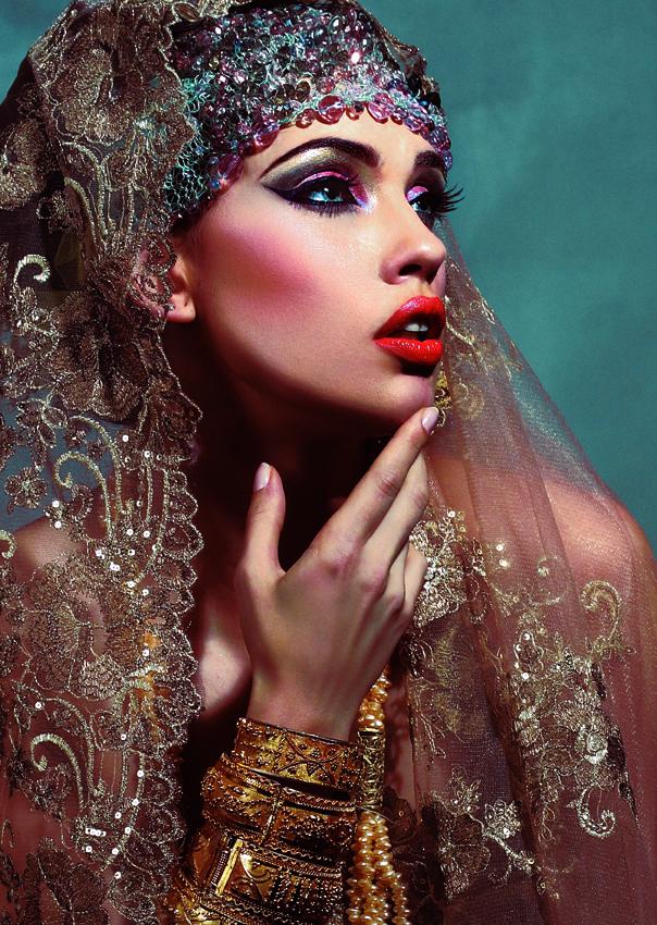Make up : Wallace WOO pour Charmel Paris Make up. Coiffeur : Thierry Pietu Bijoux : Suna Moya Syliste : Yasmina Couture Photographe : Zsuzsanna Wagenhoffer - fb_7661d